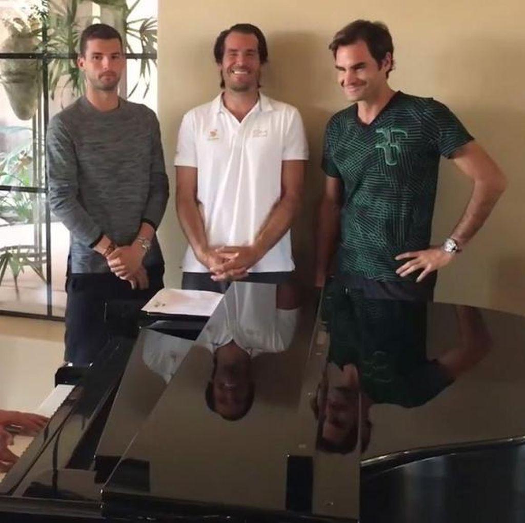 Ketika Federer dan Personel Backhand Boys Lantunkan Hard To Say Im Sorry
