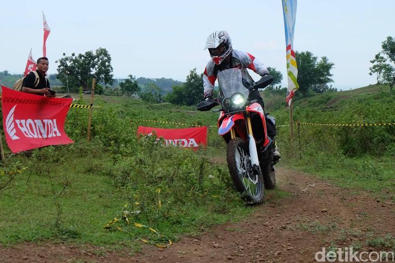 Honda CRF250Rally Dipakai Trabasan di Jawa Tengah