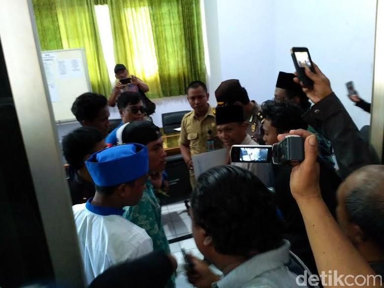 Aksi Mahasiswa di Situbondo Desak Pengusutan Surat Miskin