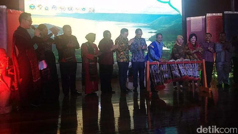 Foto: Suasana peluncuran kalender wisata Danau Toba 2017 (Randy/detikTravel)