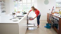 Gunakan 5 Bahan Dapur Ini Untuk Bersihkan Lantai hingga Panci