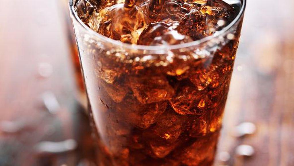 Begini Penjelasannya Orang Bisa Gemuk Gara-gara Minum Soda