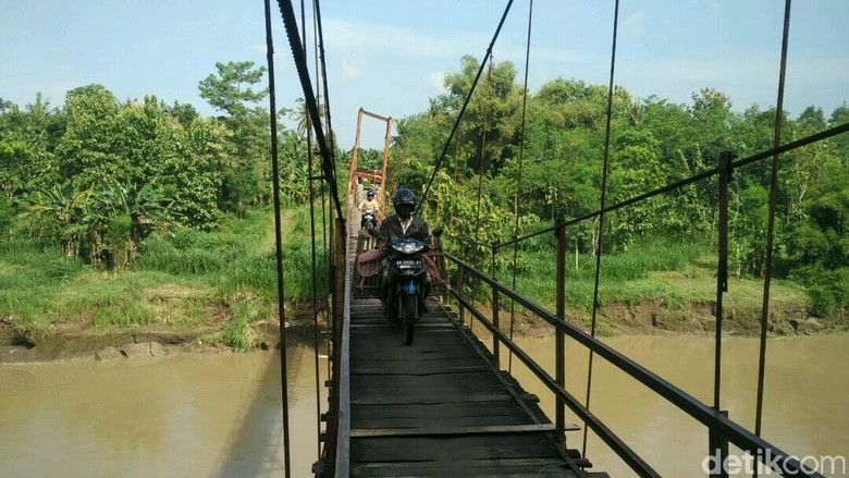 Bertaruh Nyawa di Jembatan Gantung Nambangan, Bantul