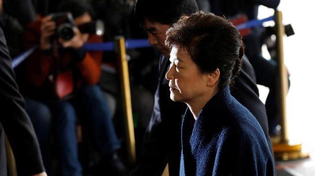 Park Geun-Hye saat memenuhi panggilan jaksa untuk diperiksa