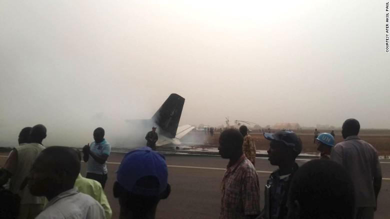 Pesawat Tabrak Truk Pemadam di Bandara Sudan Selatan, Lalu Meledak