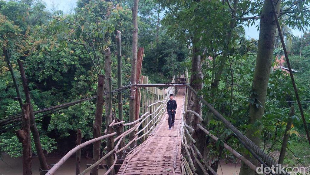 Mengenal Jembatan Legendaris Mak Uwo di Purwakarta