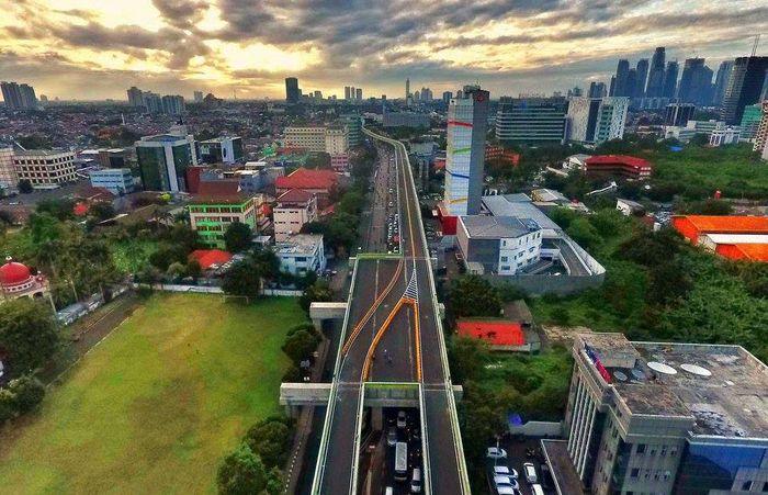 Proyek jalan melayang (elevated) untuk Trans Jakarta rute Ciledug-Blok M-Tendean sudah selesai dikerjakan secara struktural. Pool/Dok. Bina Marga DKI.