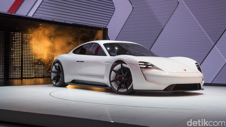 Pangkas Dana Produksi, Mobil Super Listrik Ini Berbagi Badan