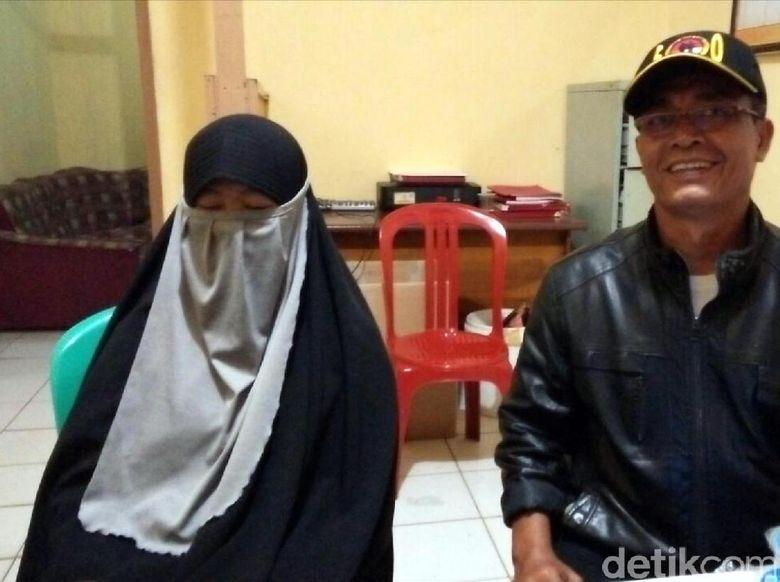istri nk terduga teroris yang tewas ditembak di cilegon