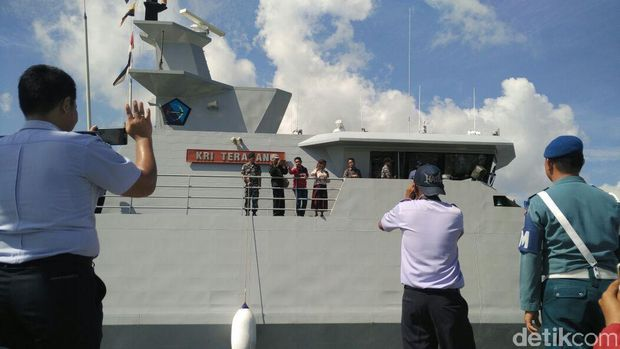 Naik Kapal Patroli, Susi Blusukan ke Kendari