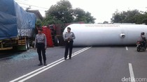 Truk Elpiji Terguling Tutup Jalan di Kulon Progo, 4 Orang Terluka
