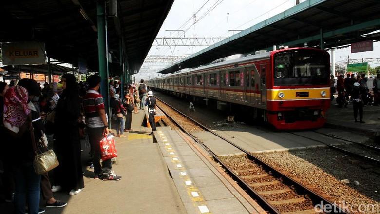 KRL Anjlok di Manggarai Dievakuasi, Kereta ke Sudirman Tertahan