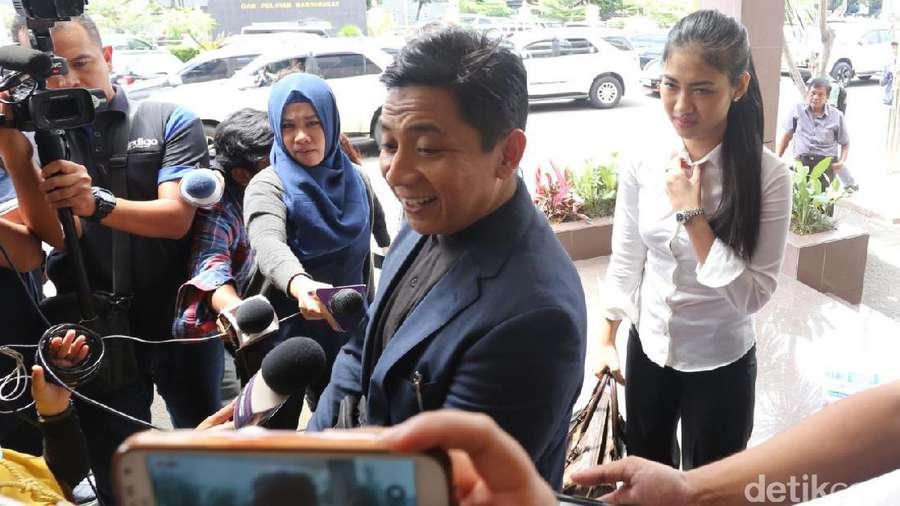 Adik Julia Perez Datangi Polres Jakarta Selatan