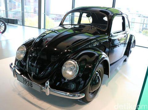 VW Beetle Klasik Pertama dan Terakhir Bersanding di Museum VW