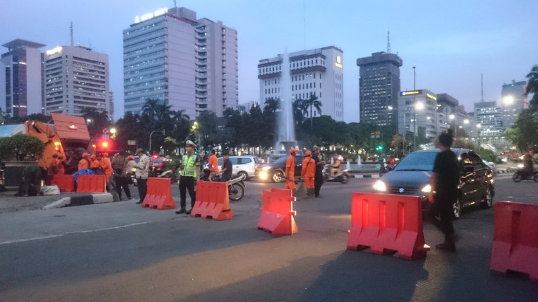 Massa Aksi 313 Bubar, Jalan Medan Merdeka Barat Masih Ditutup