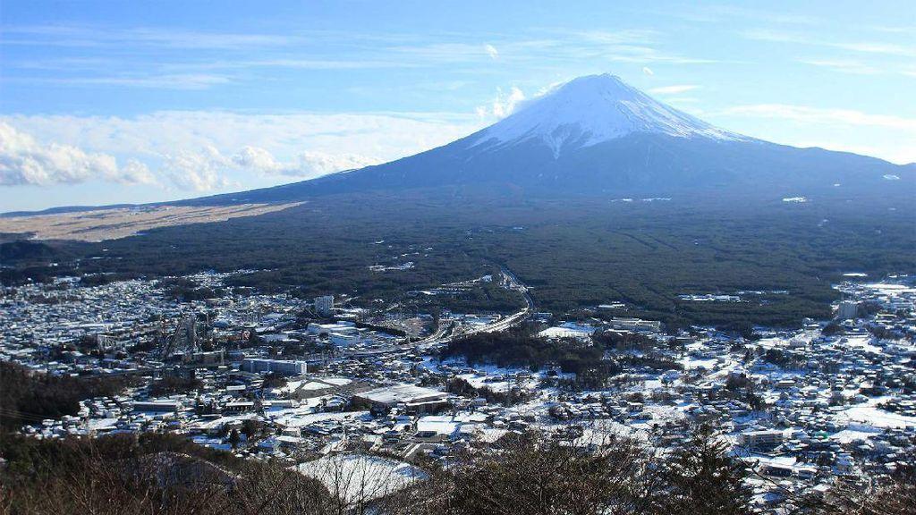 Begini Indahnya Gunung Fuji yang Bermandikan Salju