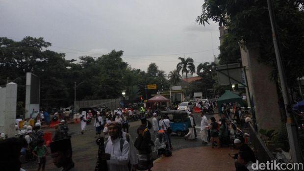 Massa Aksi 313 Kembali ke Masjid Istiqlal, Tunaikan Salat Magrib
