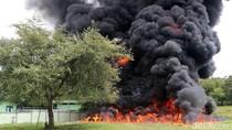 TNI Musnahkan BBM Selundupan di Atambua