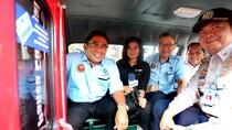 Ngantor ke Balai Kota, Sumarsono Naik Angkot KWK