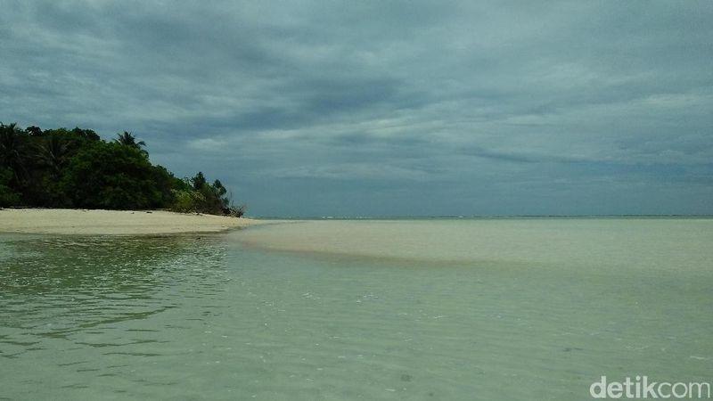 Pulau Sangalaki berjarak sekitar 20 menit dari Pulau Derawan dengan menggunakan speedboat. Banyak speedboat yang bisa disewakan (Bonauli/detikTravel)