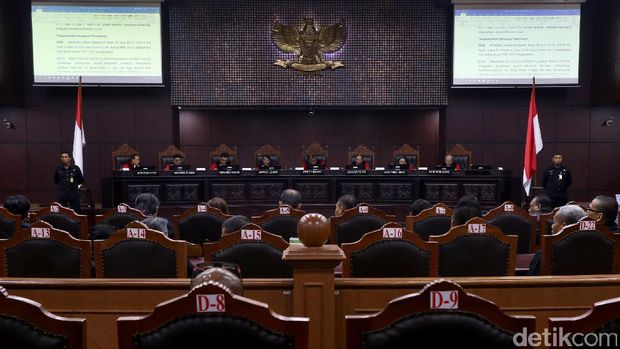 MA Abaikan Putusan MK soal Badan Hukum Taksi Online