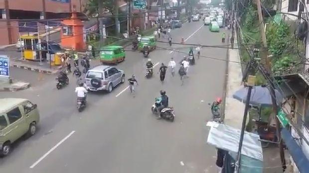 Aksi driver Grab hentikan tawuran pelajar di Bogor.