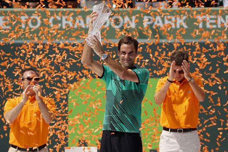 Kalahkan Nadal, Federer Bawa Pulang Trofi Miami Terbuka