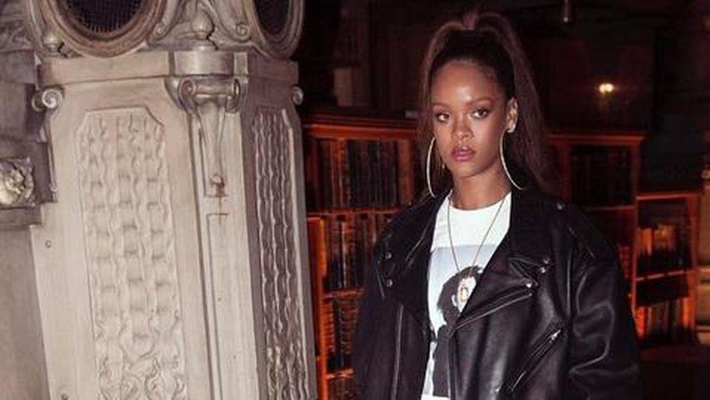 Rihanna Jadi Kontroversi Pasca Coba Dandani Ratu Elizabeth II