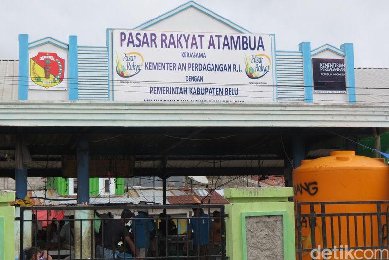 Inilah Pasar Rakyat Atambua. Bagi para penggemar traveling, pasar di suatu destinasi selalu menjadi tempat yang menarik untuk melihat interaksi keseharian warga (Fitraya/detikTravel)