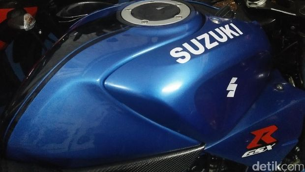 Suzuki GSX-R150 Berbadan Cafe Racer