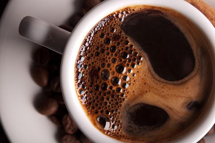 Secangkir kopi tubruk saja, bagi yang sensitif bisa bikin berdebar-debar. Bagaimana dengan kopi-kopi terkuat di dunia ya, seperti apa efek sampingnya? Foto: iStock