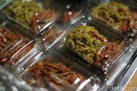 Teri dan sayur bunga pepaya, teman makan Jagung Boseh (Grandyos/detikFoto)