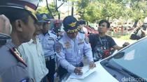 Polantas dan Petugas Dishub di Makassar Razia Taksi Online