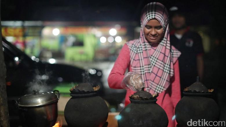 Foto: Penjual ubi kukus di Atambua (Grandyos/detikTravel)