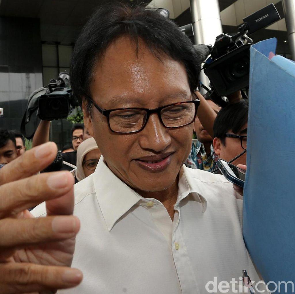 Dicecar Hakim, Eks Dirut PNRI Menangis di Sidang e-KTP