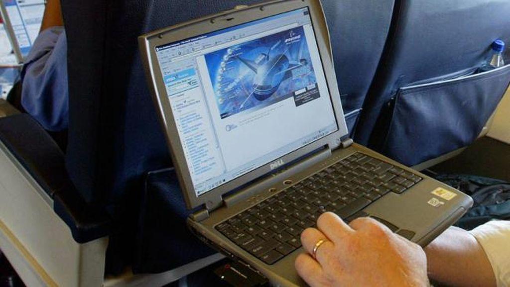 AS Akhiri Larangan Laptop Masuk Kabin Pesawat untuk 180 Maskapai