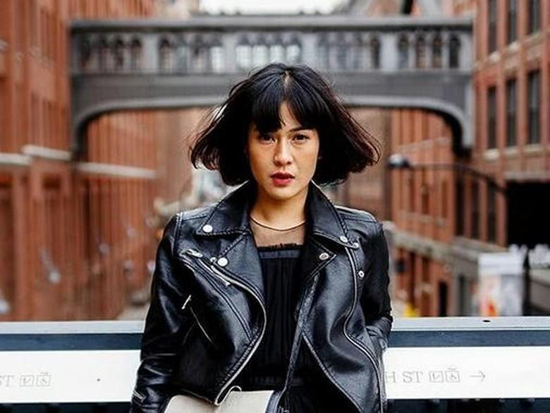 Cinema 21 Tak Mau Spekulasi Soal Dampak Tepis Tangan Fans Oleh Dian Sastro