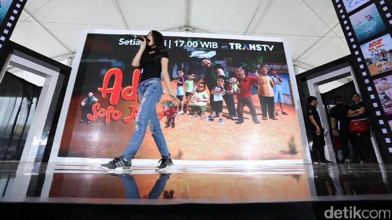 Aksi Yoriko Angelina Buka Panggung Hangout with All Stars