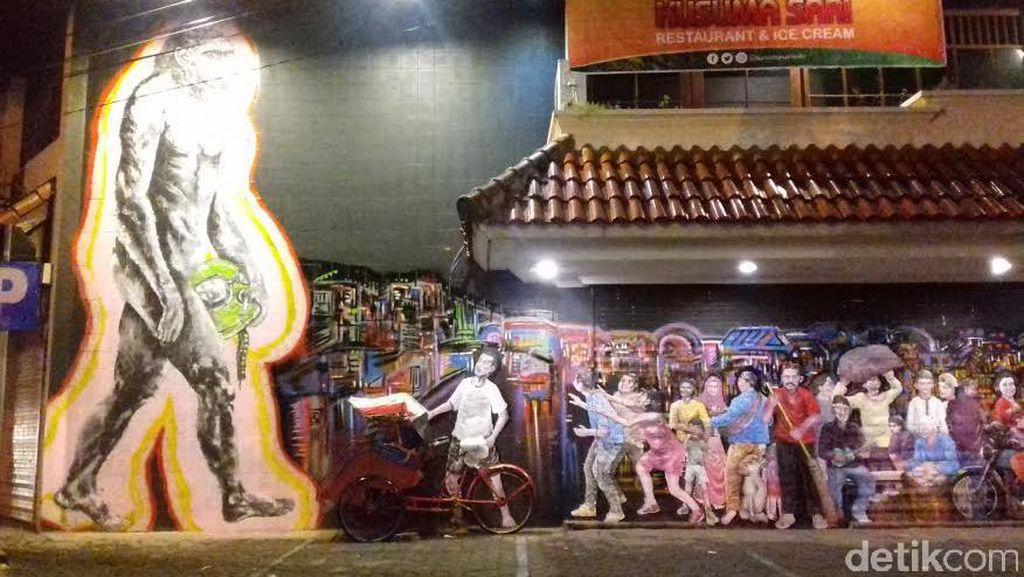 Ada Jokowi Narik Becak dalam Street Art di Solo