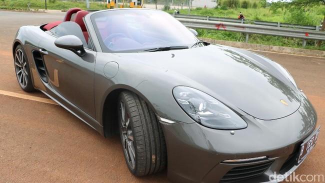 Melesat dengan Mobil Sport dan Wah, Porsche 718 Boxster