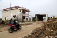 Rumah di tengah proyek jalan tol Pejagan-Pemalang