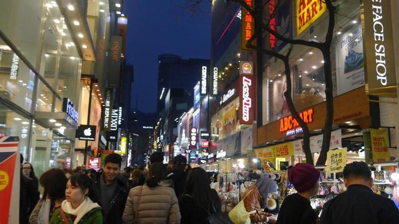 Foto: Myeongdong, surga belanja kosmetik di Seoul, Korea Selatan (Kurnia/detikTravel)