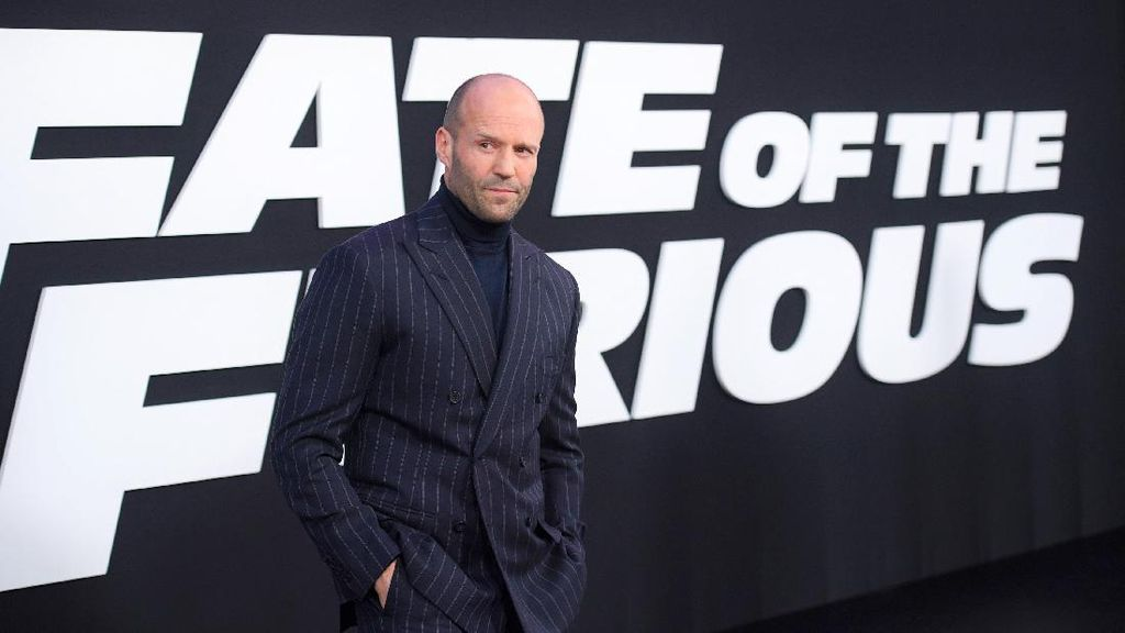 Aktor Jason Statham Tulis Buku soal Keberagaman