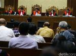 Hakim Tanya Saksi: Ikut Lelang, Kakak Andi Narogong Bawa-bawa DPR?
