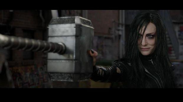 Cate Blanchett berperan sebagai Hela