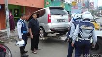 Warga Protes Mobilnya Diderek di Depan Rumah, Ini Kata Dishub