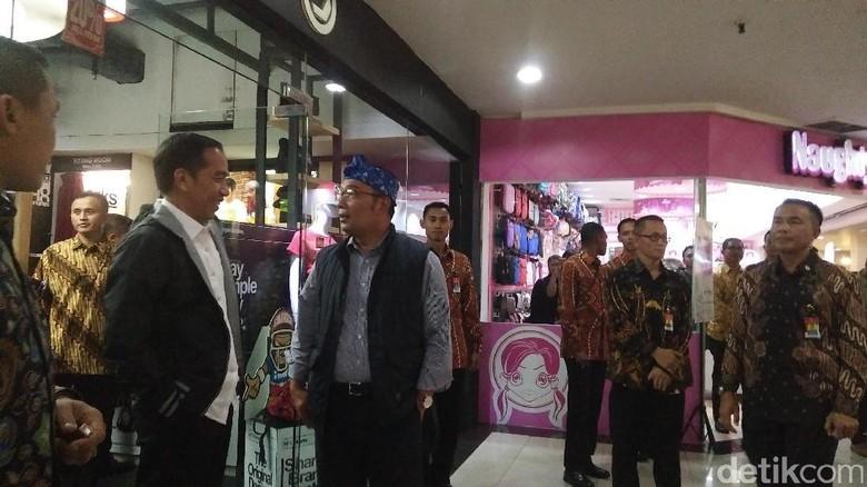 Cerita Ridwan Kamil Ajak Jokowi Beli Jaket Lokal Bandung