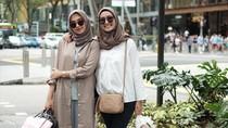 Video: Adu Gaya Busana 2 Hijabers Populer Instagram, Mana Lebih Baik?