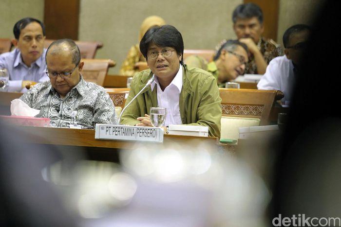 Direktur Utama PT Pertamina Elia Massa Manik, bersama sejumlah petinggi Pertamina, mengikuti Rapat Dengar Pendapat (RDP) dengan Komisi VI DPR, di Gedung Nusantara I, Kompleks Parlemen, Jakarta, Rabu (12/4).