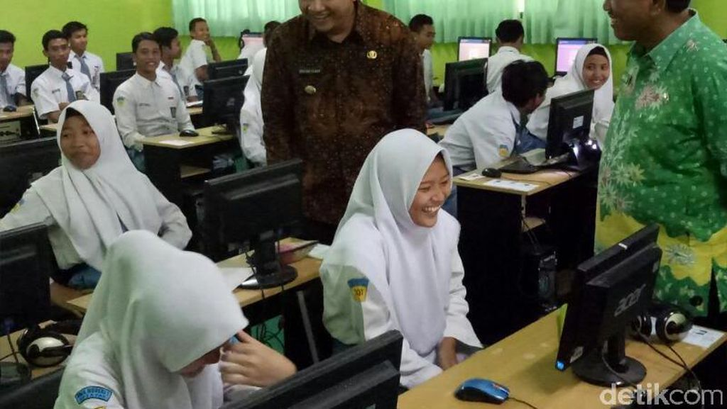 Hari Terakhir UNBK, Bupati Irsyad Dicurhati Siswa dan Guru